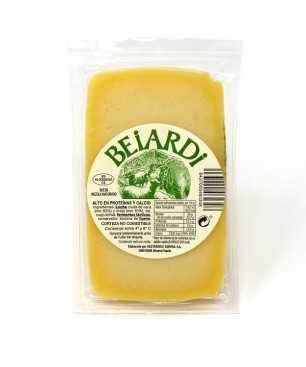 Gereifter Beiardi-Käse mischt Rohmilch von Schafen und Kuh - 1/2 Käse