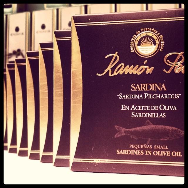 """Petites sardines à l'huile d'olive Ramón Peña 35 unités """"Étiquette Noir """""""