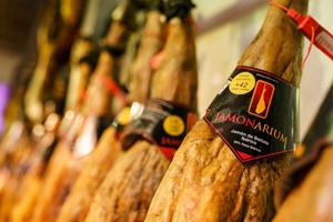 botiga de pernil a Barcelona al millor ibèric de gla pota negra