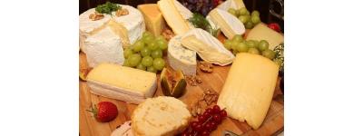 In che modo i formaggi differiscono da pecore, capre e latte di mucca?